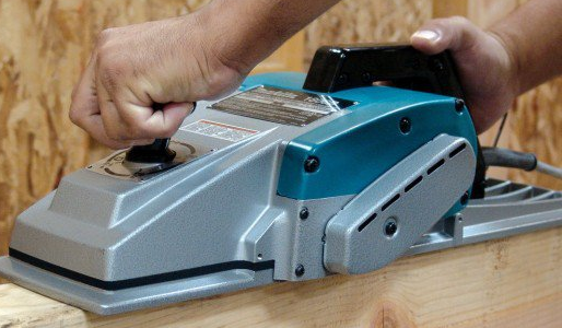 Using an Electic Hand Plane